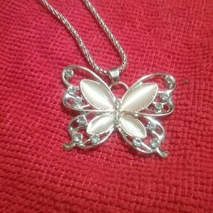 Jewelry - Beautiful butterfly gold necklace